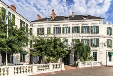 golf-expedition-golf-reizen-frankrijk-regio-bougogne-hotel-de-la-poste-hotel-locatie-voorkant-naam