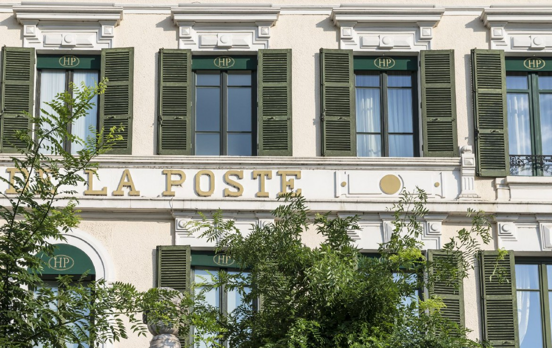 golf-expedition-golf-reizen-frankrijk-regio-bougogne-hotel-de-la-poste-naam-gebouw-ramen
