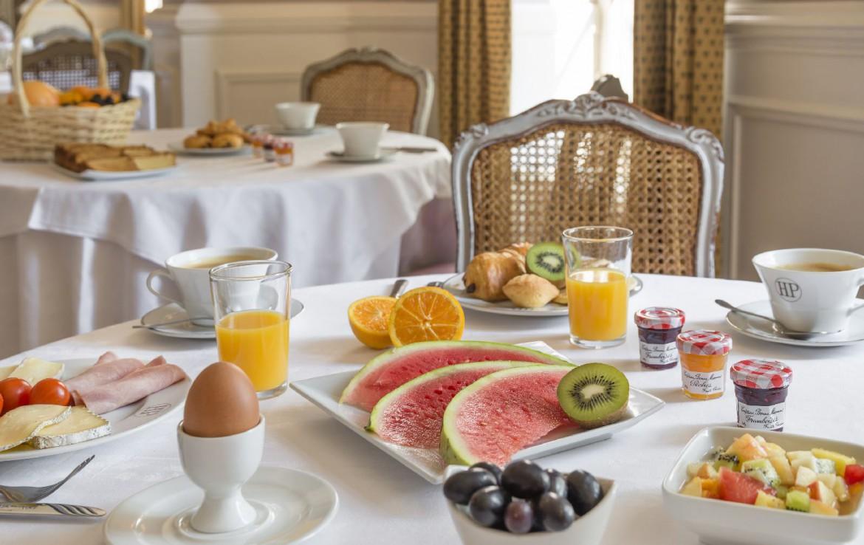 golf-expedition-golf-reizen-frankrijk-regio-bougogne-hotel-de-la-poste-ontbijt-ochtend-gezond-fruit-jam