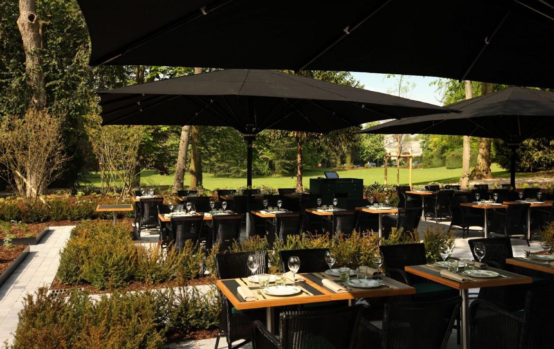 golf-expedition-golf-reizen-frankrijk-regio-champagne-domaines-les-crayeres-restaurant-buiten