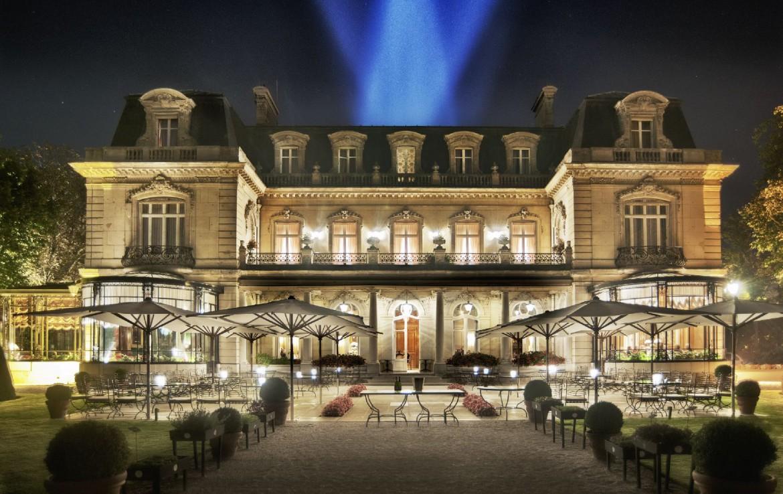 golf-expedition-golf-reizen-frankrijk-regio-champagne-domaines-les-crayeres-voorkant-luxe-villa-avond