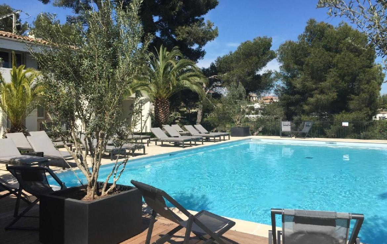 golf-expedition-golf-reizen-frankrijk-regio-champagne-grand-hotel-des-templiers-groot-buitenzwembad.jpg