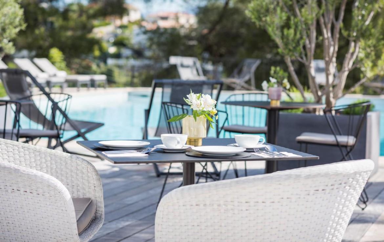 golf-expedition-golf-reizen-frankrijk-regio-champagne-grand-hotel-des-templiers-restaurant-bij-zwembad.jpg