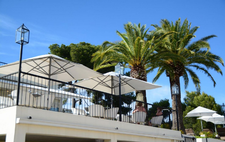 golf-expedition-golf-reizen-frankrijk-regio-champagne-grand-hotel-des-templiers-restaurant-op-balkon.jpg
