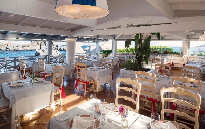 golf-expedition-golf-reizen-frankrijk-regio-corsica-hotel-en-spa-des-pecheurs-restaurant-met-uitzicht-op-zee