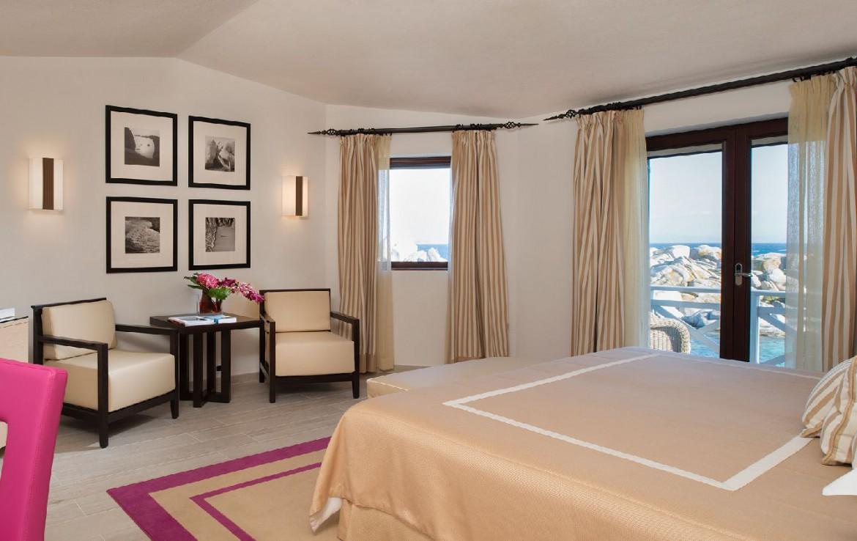 golf-expedition-golf-reizen-frankrijk-regio-corsica-hotel-en-spa-des-pecheurs-slaapkamer-luxe-ingericht