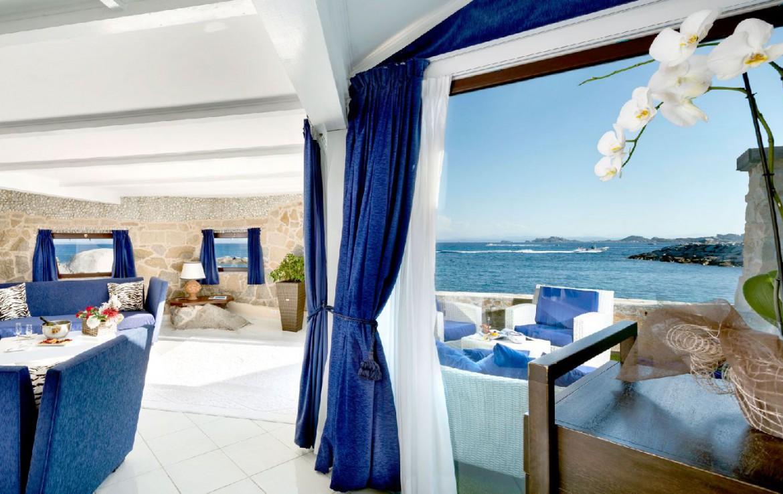 golf-expedition-golf-reizen-frankrijk-regio-corsica-hotel-en-spa-des-pecheurs-terras-lounge-uitzicht-op-zee