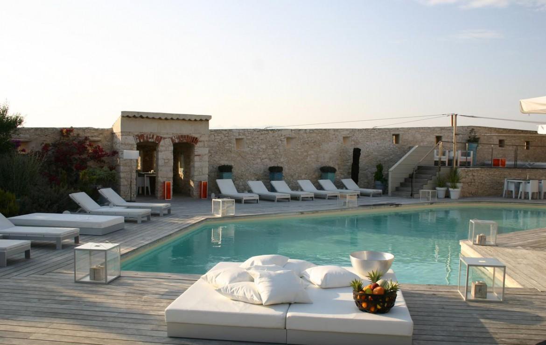 golf-expedition-golf-reizen-frankrijk-regio-corsica-hotel-genovese-luxe-zwembad-ligbedden