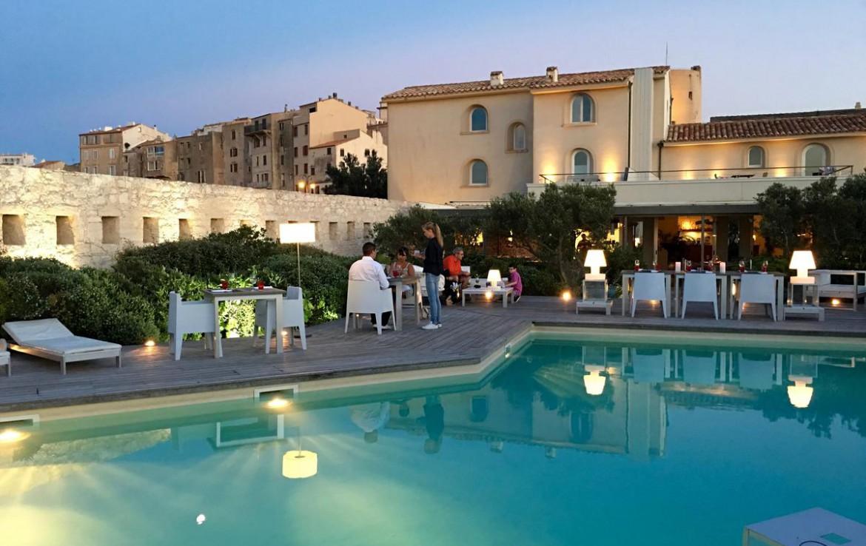 golf-expedition-golf-reizen-frankrijk-regio-corsica-hotel-genovese-restaurant-aan-zwembad