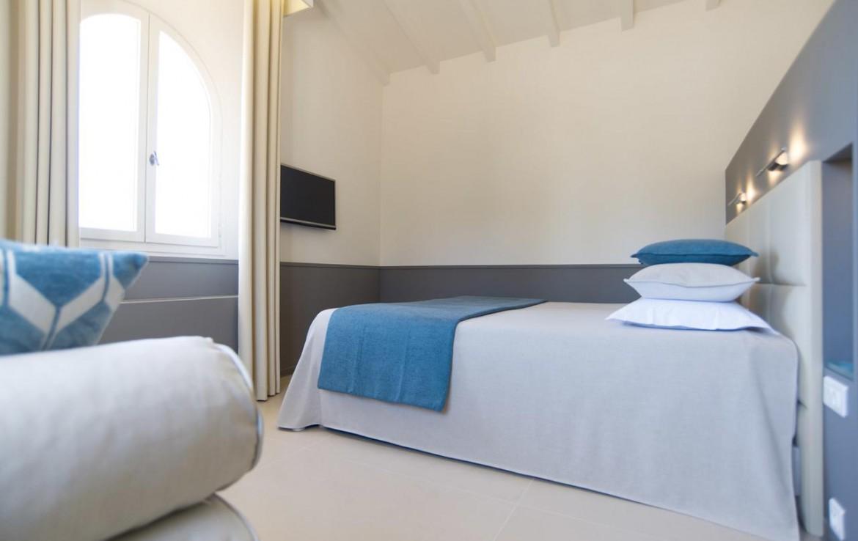 golf-expedition-golf-reizen-frankrijk-regio-corsica-hotel-genovese-slaapkamer-met-tv