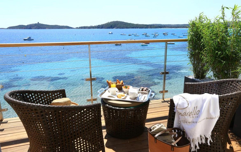 golf-expedition-golf-reizen-frankrijk-regio-corsica-hotel-le-pinarello-balkon-hapjes-zee