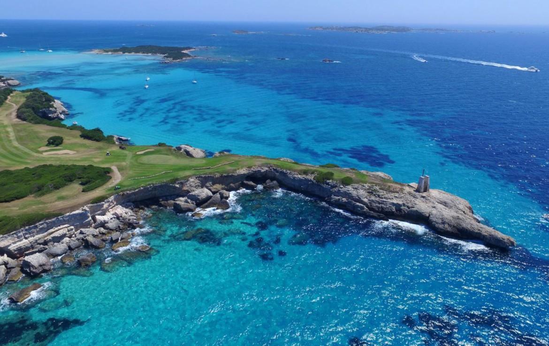 golf-expedition-golf-reizen-frankrijk-regio-corsica-hotel-le-pinarello-drone-golfbaan-zee