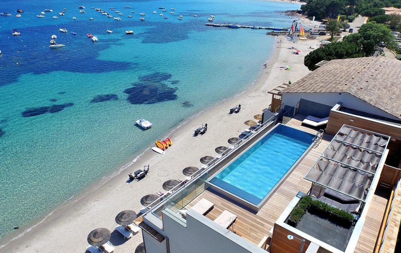 golf-expedition-golf-reizen-frankrijk-regio-corsica-hotel-le-pinarello-drone-overzicht-hotel-zwembad-strand-zee