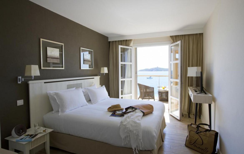 golf-expedition-golf-reizen-frankrijk-regio-corsica-hotel-le-pinarello-moderne-slaapkamer-twee-personen-met-balkon