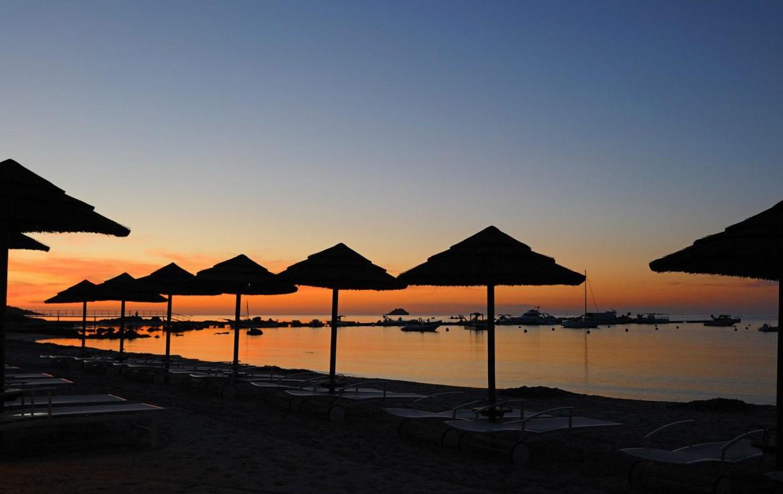 golf-expedition-golf-reizen-frankrijk-regio-corsica-hotel-le-pinarello-zon-ondergang-strand