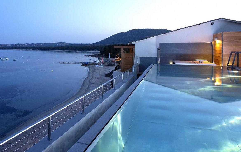 golf-expedition-golf-reizen-frankrijk-regio-corsica-hotel-le-pinarello-zwembad-in-avond