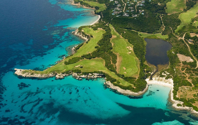 golf-expedition-golf-reizen-frankrijk-regio-corsica-residence-santa-giulia-palace-drone-natuurlijke-omgeving-golfbaan