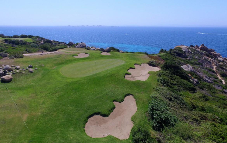 golf-expedition-golf-reizen-frankrijk-regio-corsica-residence-santa-giulia-palace-golfbaan-zee-achtergrond