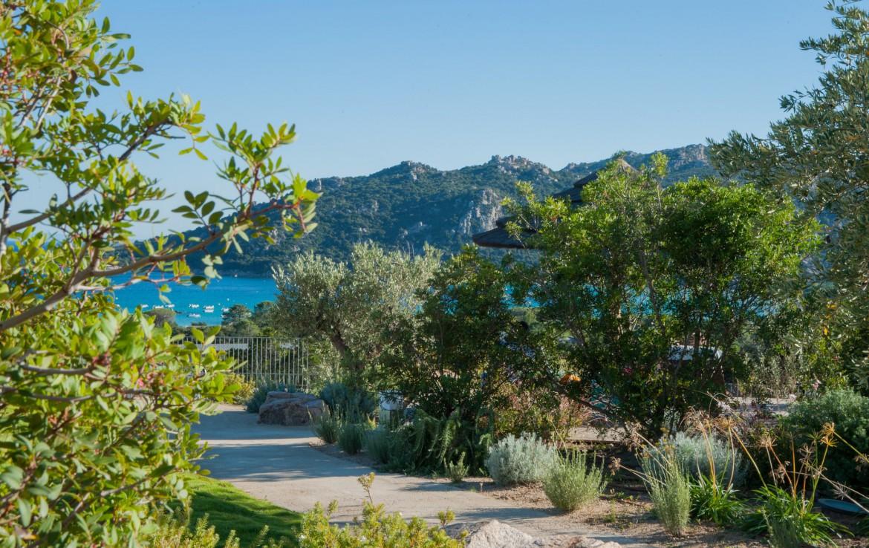 golf-expedition-golf-reizen-frankrijk-regio-corsica-residence-santa-giulia-palace-pad-naar-strand