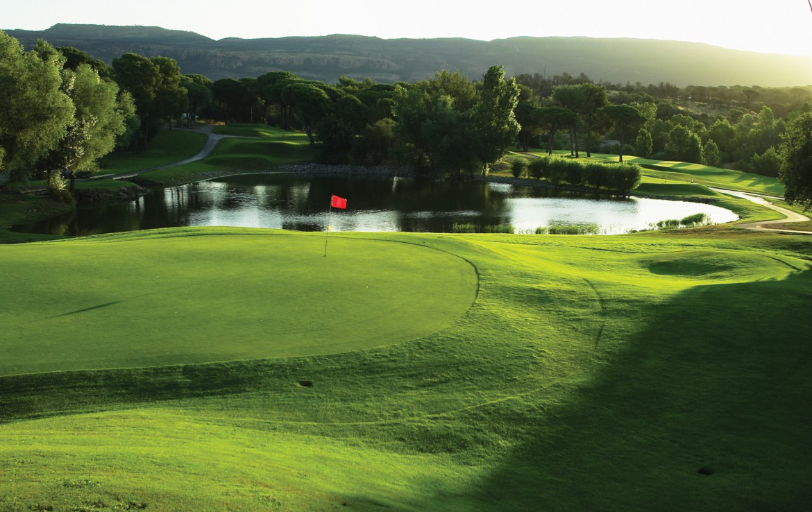 golf-expedition-golf-reizen-frankrijk-regio-cote-d'azur-Les-Domaines-de-Saint-Endréol-Golf-en-Spa-Resort-golfbaan-met-water-hazard
