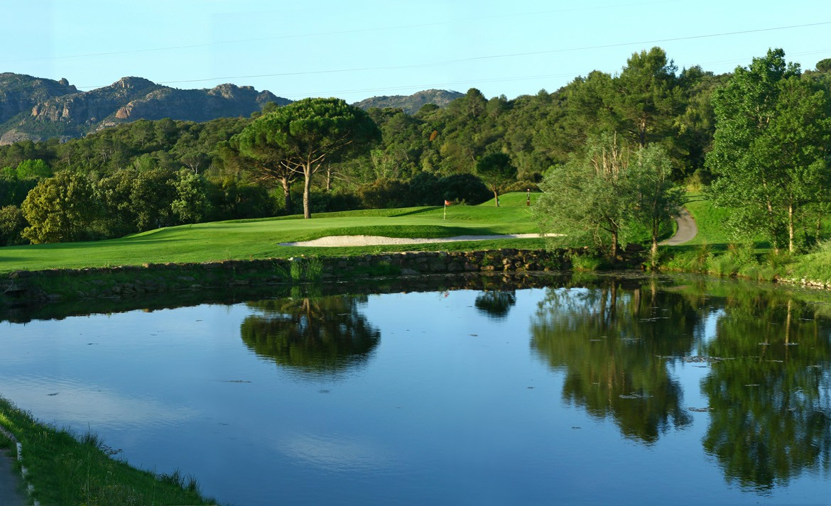 golf-expedition-golf-reizen-frankrijk-regio-cote-d'azur-Les-Domaines-de-Saint-Endréol-Golf-en-Spa-Resort-panorama-golfbaan