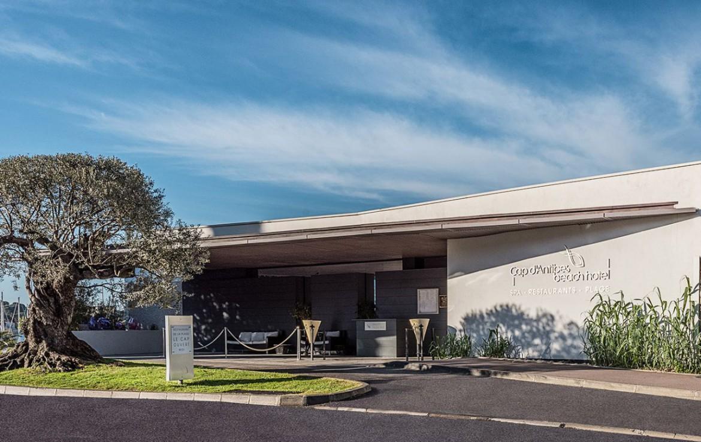golf-expedition-golf-reizen-frankrijk-regio-cote-d'azur-cap-d'antibes-beach-hotel-entree-hotel.jpg