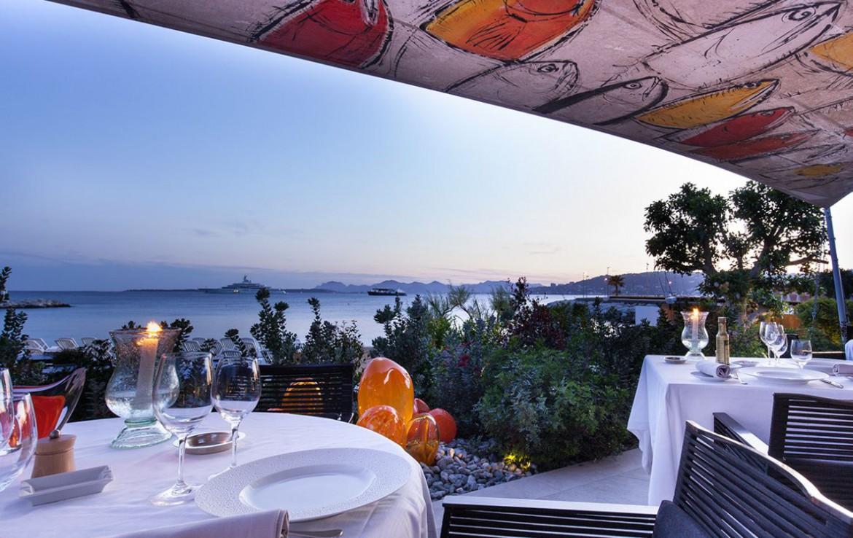 golf-expedition-golf-reizen-frankrijk-regio-cote-d'azur-cap-d'antibes-beach-hotel-restaurant-uitzicht-op-zee.jpg