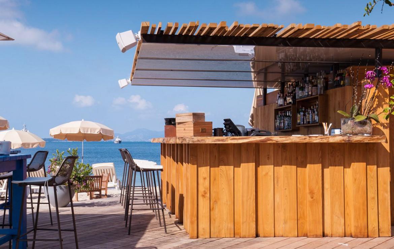 golf-expedition-golf-reizen-frankrijk-regio-cote-d'azur-cap-d'antibes-beach-hotel-terras-met-bar-uitzicht-zee.jpg