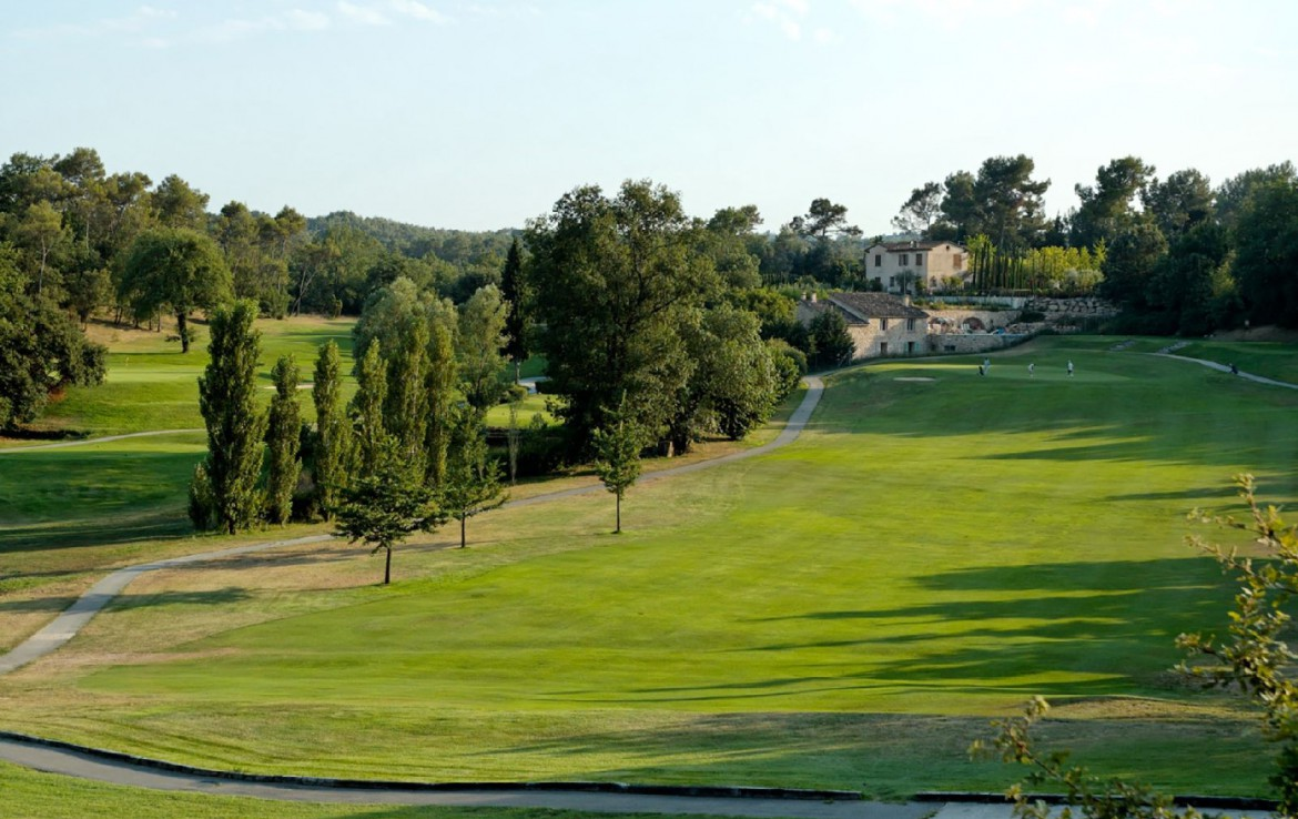 golf-expedition-golf-reizen-frankrijk-regio-cote-d'azur-chateau-de-la-begude-golfbaan-fairway