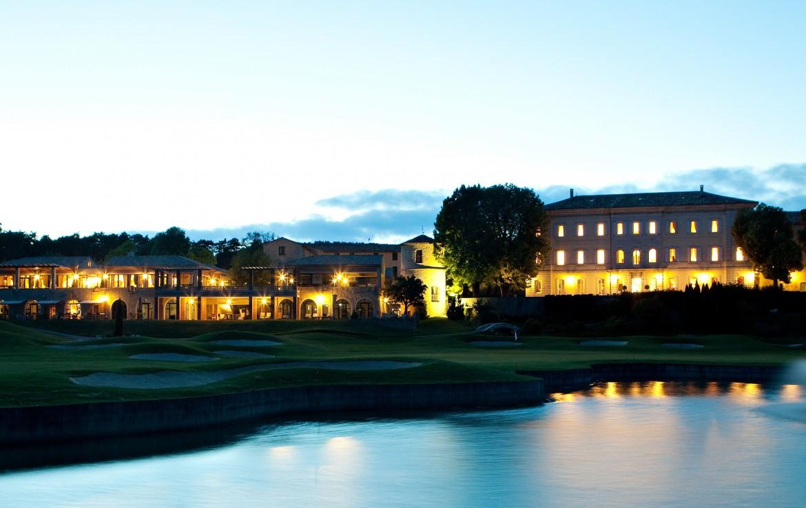 golf-expedition-golf-reizen-frankrijk-regio-cote-d'azur-chateau-de-taulane-accommodatie-golfbaan-en-hotel