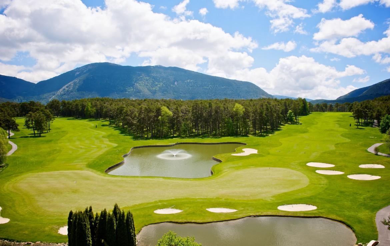 golf-expedition-golf-reizen-frankrijk-regio-cote-dazur-chateau-de-taulane-bovenaanzicht-golfbanen-prachtig-uitzicht.jpg