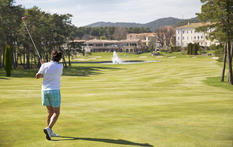 golf-expedition-golf-reizen-frankrijk-regio-cote-d'azur-chateau-de-taulane-golfer-op-golfbaan
