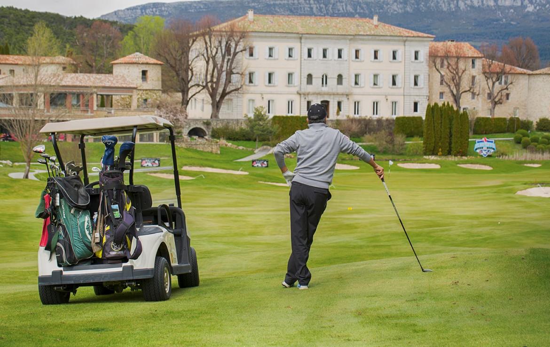 golf-expedition-golf-reizen-frankrijk-regio-cote-d'azur-chateau-de-taulane-golfkar-golfer-golfbaan