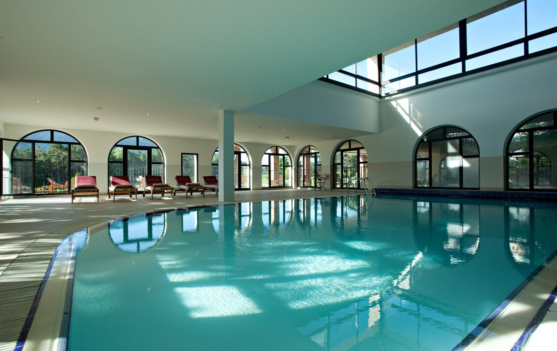golf-expedition-golf-reizen-frankrijk-regio-cote-dazur-chateau-de-taulane-indoor-zwembad.2.jpg