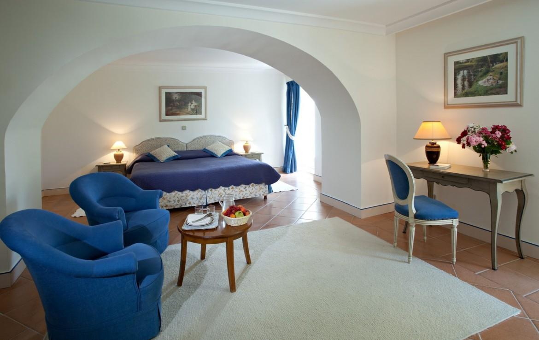golf-expedition-golf-reizen-frankrijk-regio-cote-d'azur-chateau-de-taulane-slaapkamer-met-zitruimte