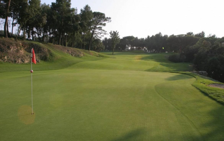 golf-expedition-golf-reizen-frankrijk-regio-cote-d'azur-domaine-cocagne-bomen-golfbaan-green.jpg
