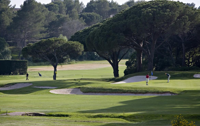 golf-expedition-golf-reizen-frankrijk-regio-cote-d'azur-golf-hotel-de-valescure-natuur-golfbaan-bunker