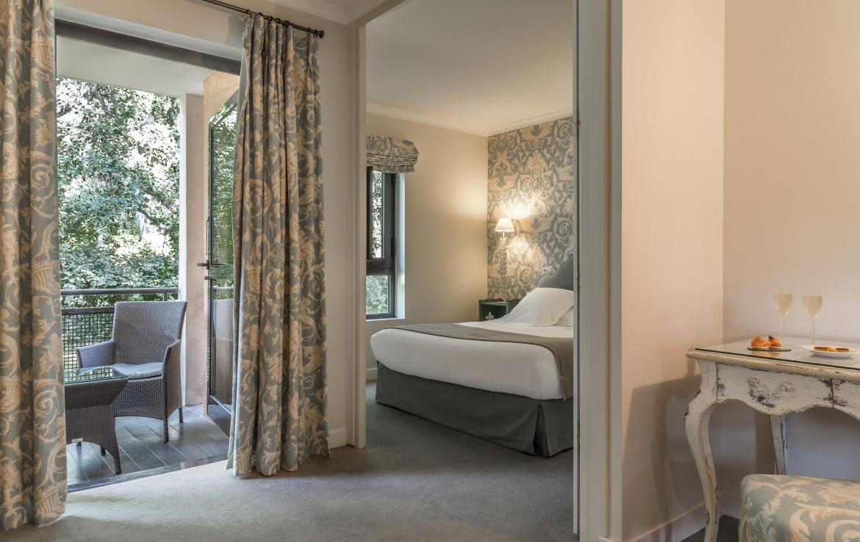 golf-expedition-golf-reizen-frankrijk-regio-cote-d'azur-golf-hotel-de-valescure-slaapkamer-met-balkon