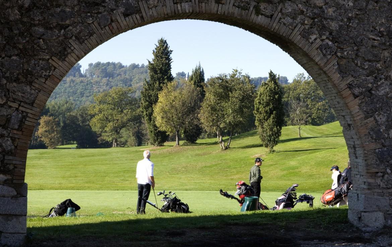 golf-expedition-golf-reizen-frankrijk-regio-cote-d'azur-hotel-du-clos-sfeerfoto-golfers-op-golfbaan