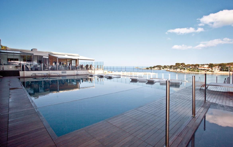 golf-expedition-golf-reizen-frankrijk-regio-cote-d'azur-hotel-ile-rousse-prachtig-gelegen-zwembad-met-uitzicht-op-zee