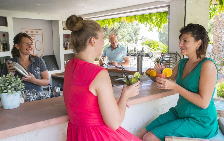 golf-expedition-golf-reizen-frankrijk-regio-cote-d'azur-hotel-le-catalogne-bar-met-heerlijke-smoothies