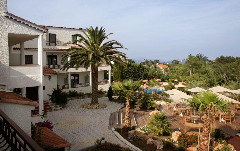 golf-expedition-golf-reizen-frankrijk-regio-cote-d'azur-hotel-le-catalogne-hotel-met-terras-zwembad