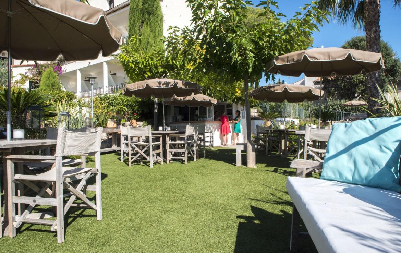 golf-expedition-golf-reizen-frankrijk-regio-cote-d'azur-hotel-le-catalogne-terras-met-bar