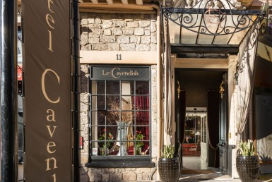 golf-expedition-golf-reizen-frankrijk-regio-cote-d'azur-hotel-le-cavendish-entree-hotel