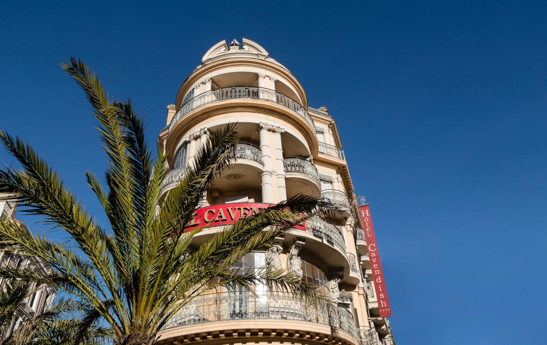 golf-expedition-golf-reizen-frankrijk-regio-cote-d'azur-hotel-le-cavendish-hotel-vooraanzicht-toren