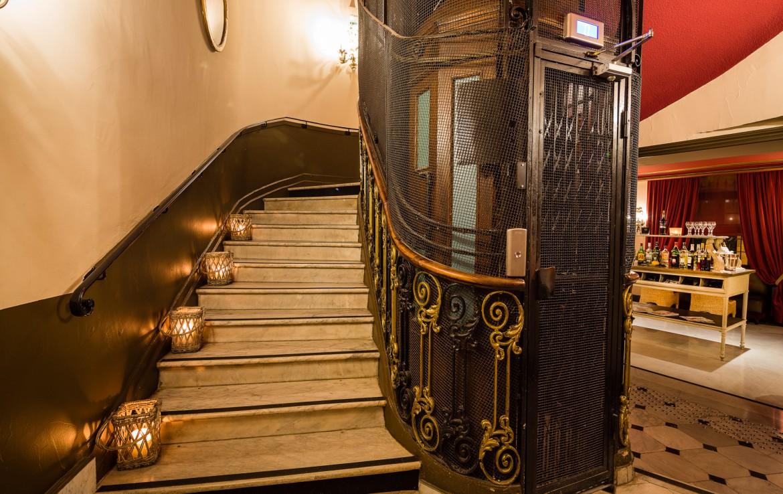 golf-expedition-golf-reizen-frankrijk-regio-cote-d'azur-hotel-le-cavendish-klassieke-trap-met-originele-lift