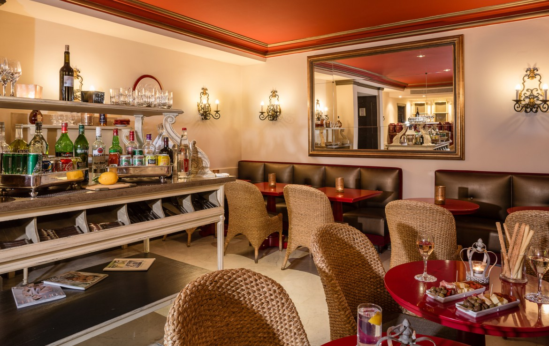 golf-expedition-golf-reizen-frankrijk-regio-cote-d'azur-hotel-le-cavendish-luxe-lounge-met-bar