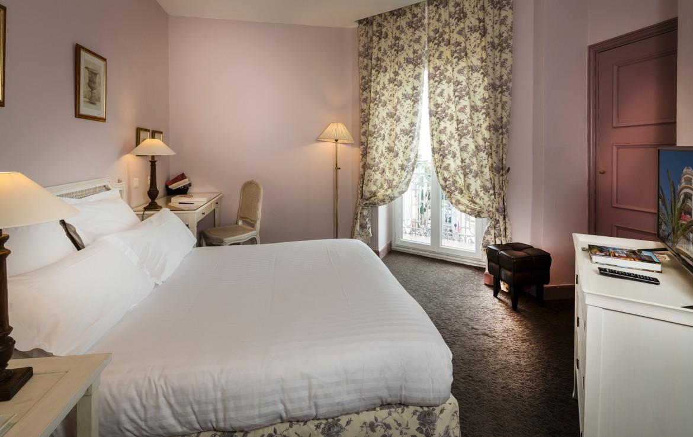 golf-expedition-golf-reizen-frankrijk-regio-cote-d'azur-hotel-le-cavendish-luxe-ronde-slaapkamer