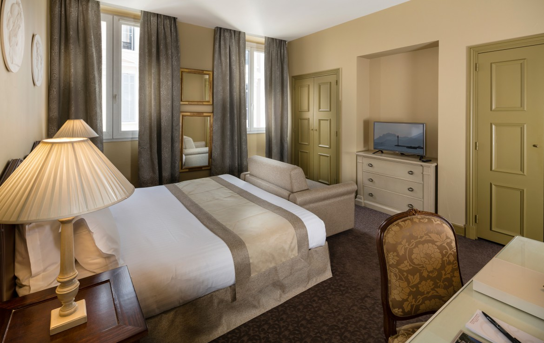 golf-expedition-golf-reizen-frankrijk-regio-cote-d'azur-hotel-le-cavendish-luxe-slaapkamer