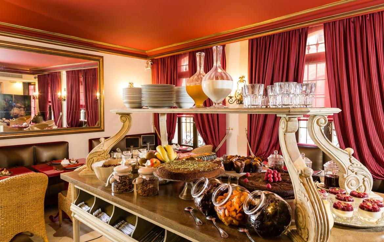 golf-expedition-golf-reizen-frankrijk-regio-cote-d'azur-hotel-le-cavendish-ontbijt-kamer-voor-een-heerlijk-begin-van-de-dag